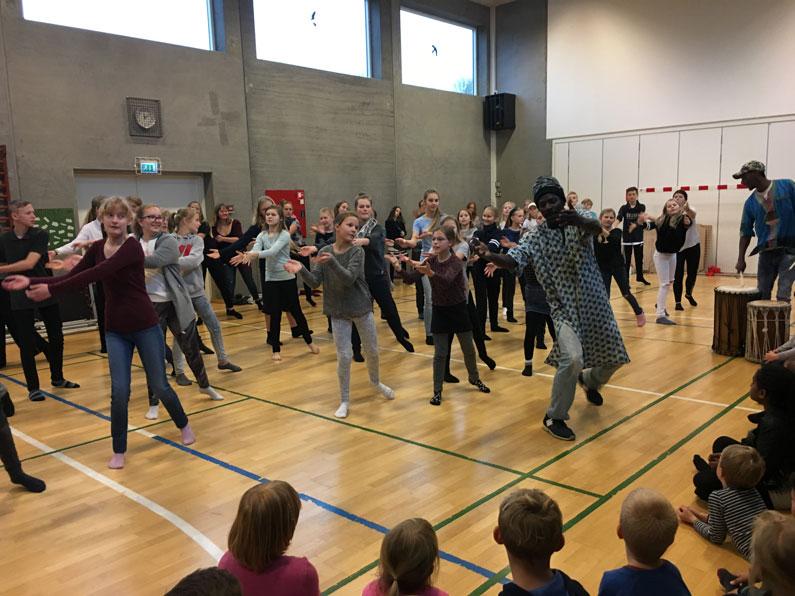 Sang og dans med Mundu